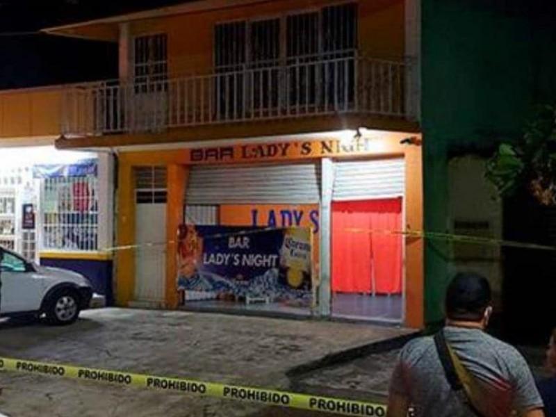 Asesinan a mujer en bar de Catemaco