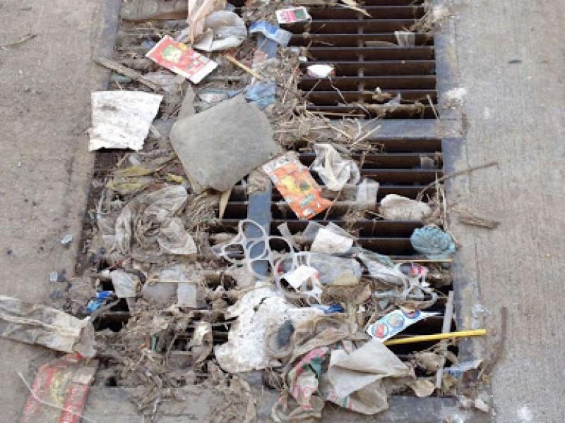 Asignan cuadrilla especial para basura arrastrada por la lluvia