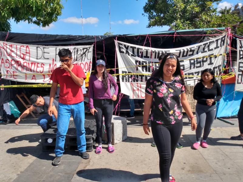 Hospitalizan a aspirante de la Unich en huelga de hambre