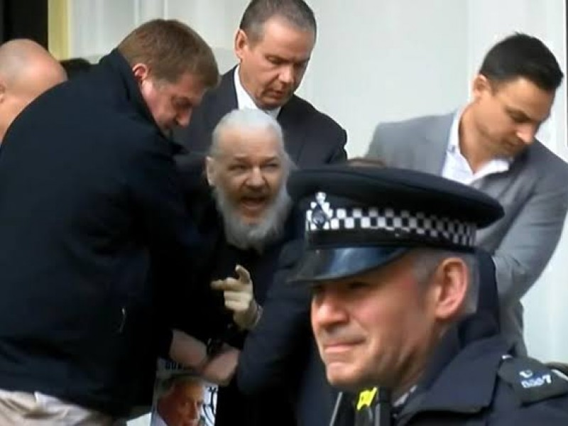 Assange colaboraría con Suecia; rechaza ser extraditado