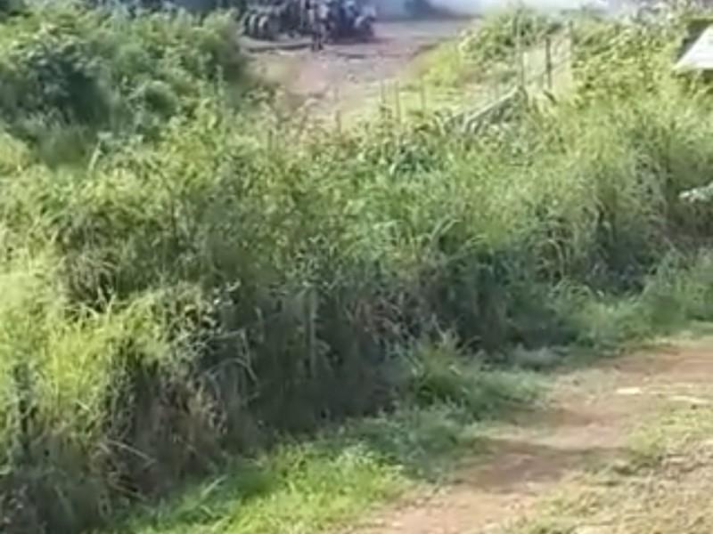 Atacan civiles a policías en Charapendo