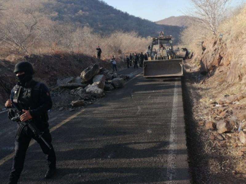 Atacan con explosivos a policía Michoacán en Aguililla