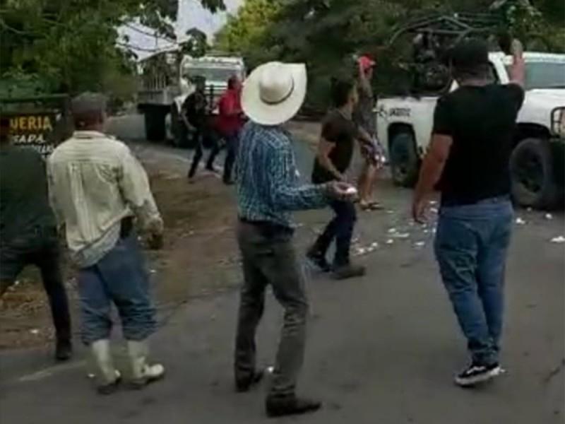 Atacan con huevos a Guardia Nacional