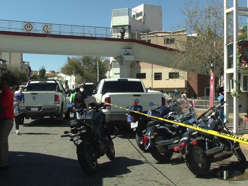 Ataque en Plaza Bicentenario contra un policía y una mujer