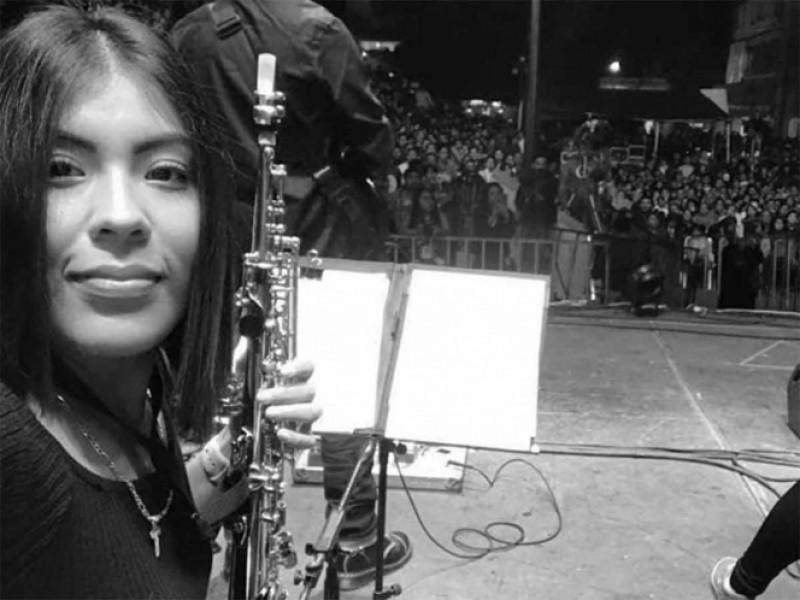 Atenderán en hospital de especialidad a saxofonista atacada