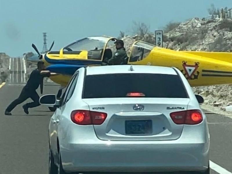 Aterriza avioneta en autopista de Baja California Sur