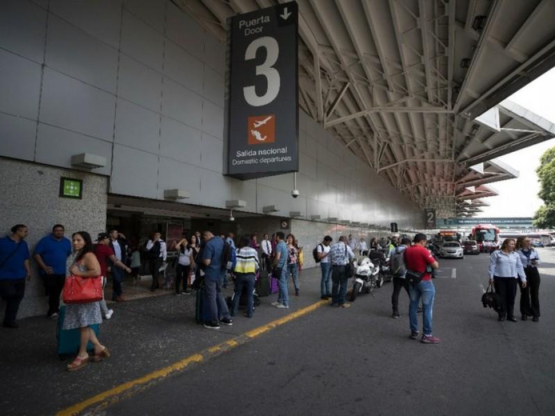 Aterriza en AICM vuelo de Italia; Dos pasajeros con fiebre