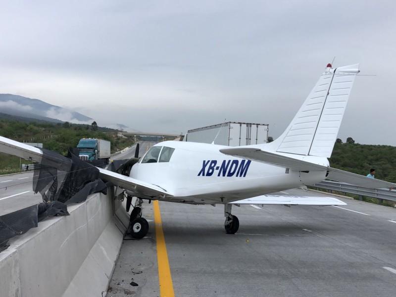 Aterrizaje forzoso en Macrolibramiento; no hay lesionados
