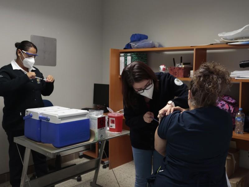 Atestigua gobernador jornada de vacunación contra COVID-19