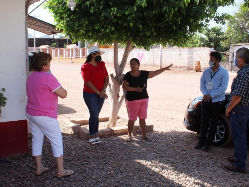 Atiende Ayuntamiento a vecinas de la Gil Samaniego