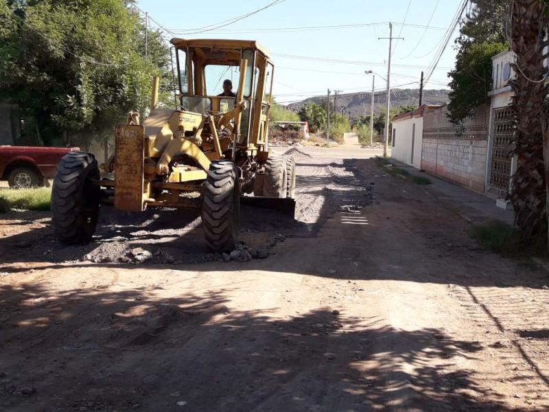 Atiende Obras Públicas solicitud de afine de calles en la Gil Samaniego