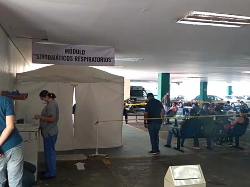Atienden a pacientes con síntomas respiratorios en estacionamiento de IMSS