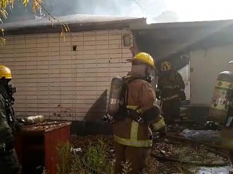 Atienden bomberos incendios de viviendas y maleza