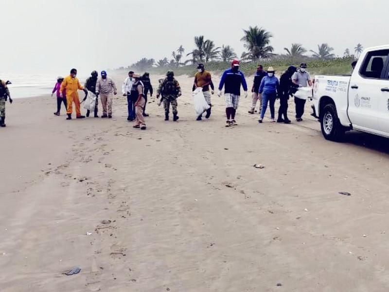 Atienden derrame en playas de Tecolutla