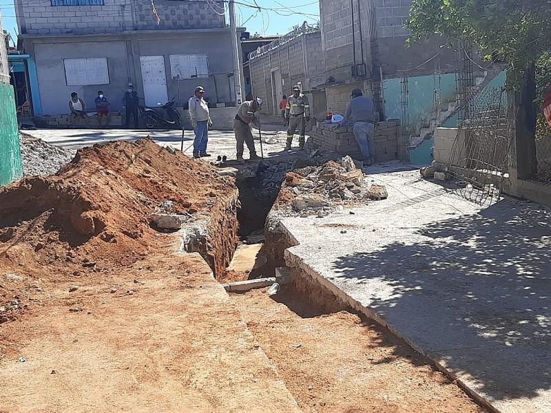 Atienden fuga de aguas negras en Portillo San Antonio Alto