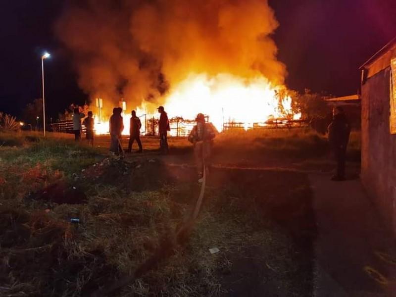 Atienden incendio en cuatro viviendas de la Mariano Abasolo