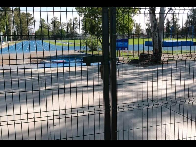 Inauguraron pista pero se mantiene cerrada, atletas inconformes