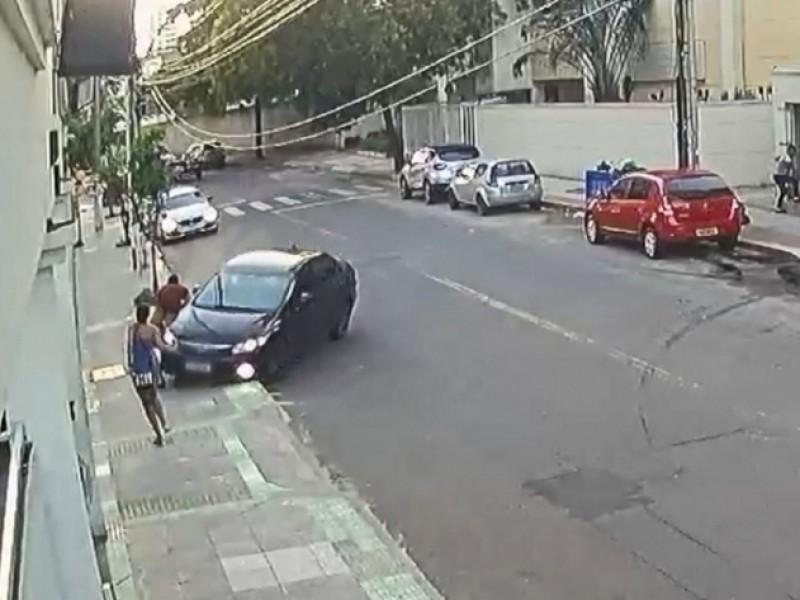 Atropellan a ladrón que roba un celular en Brasil