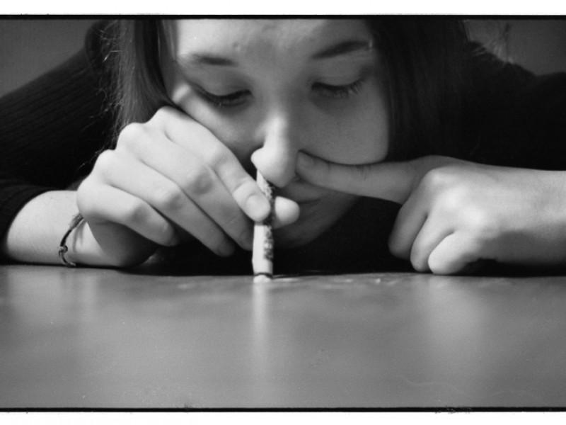 Aumenta consumo de drogas en mujeres