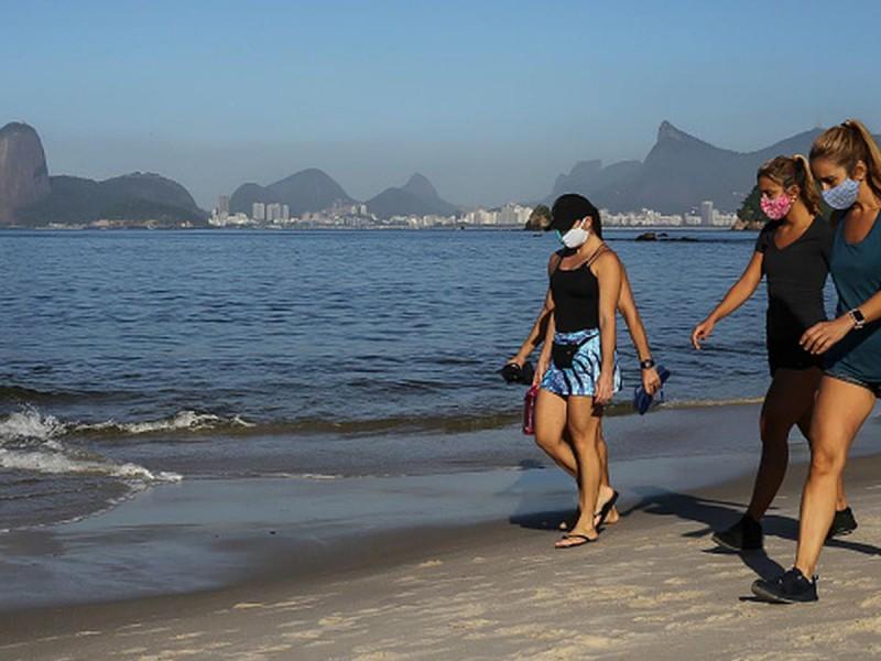 Jóvenes brasileños son más vulnerables a variante de Covid-19