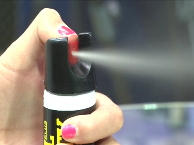 Aumenta el número de mujeres que portan gas pimienta