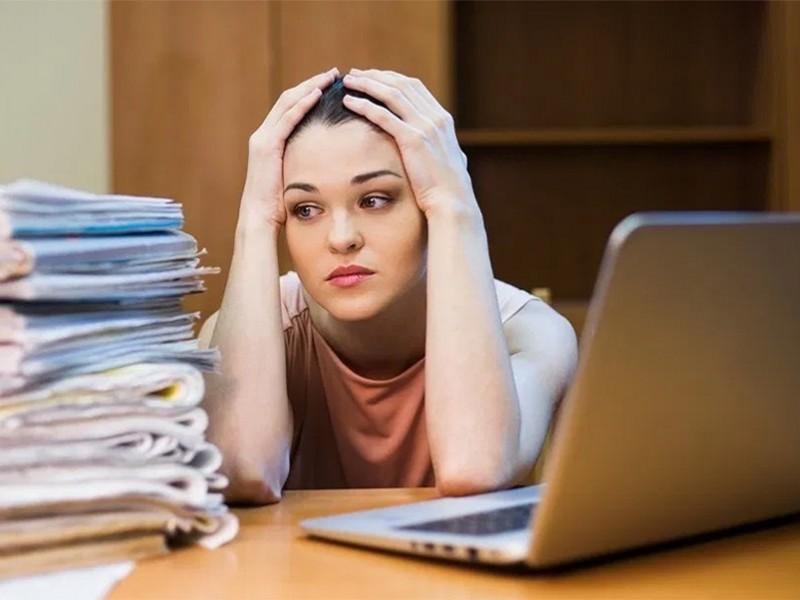 Aumenta estrés en maestros por clases en línea