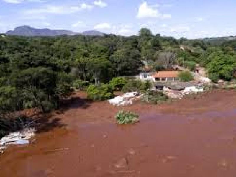 Aumentan muertos por derrumbe de presa en Brasil