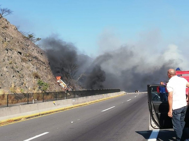 Sube a 14 los fallecidos tras explosión en autopista Guadalajara-Tepìc