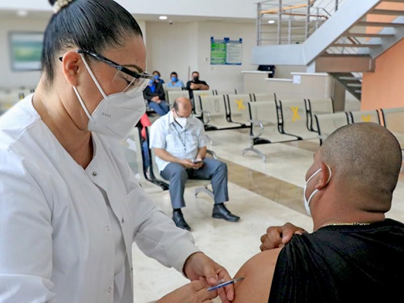 Aún con aplicación de vacuna deben seguir cuidándose del COVID-19