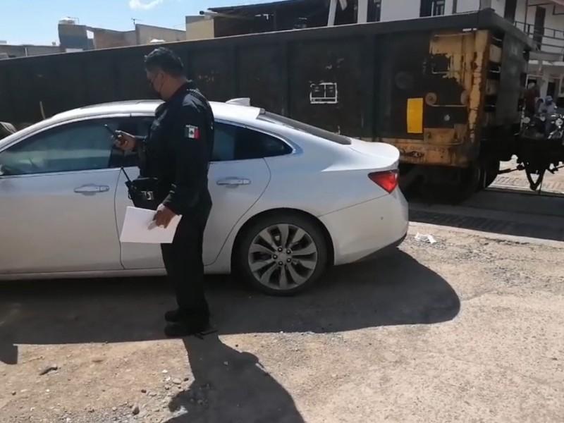 Auto impactado por el tren en crucero de colonia Virreyes