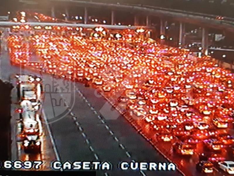 Automovilistas saturan la México-Cuernavaca