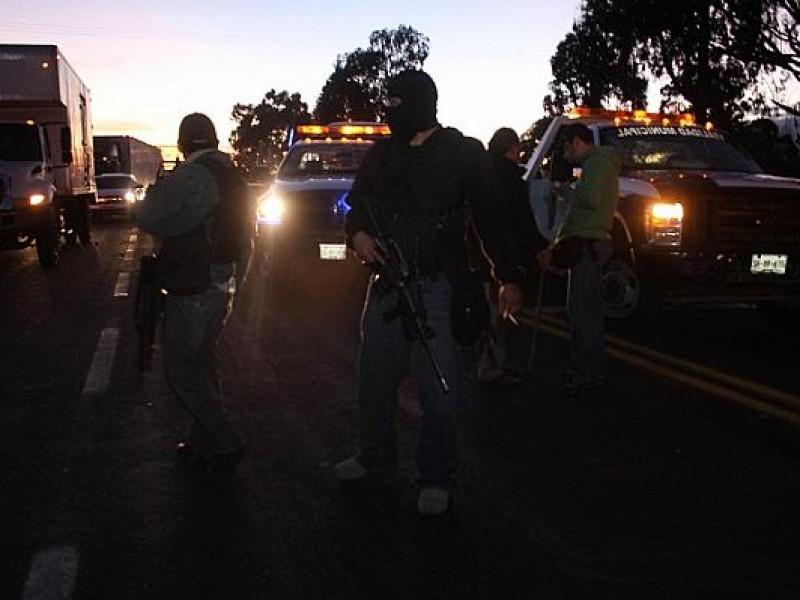 Autopista Tepic San Blas cerrada por enfrentamiento