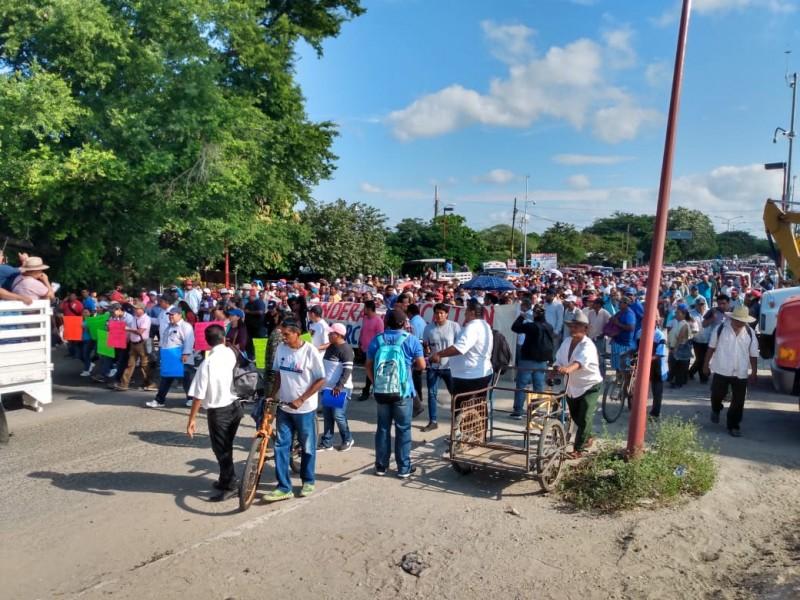 Autoridades de Juchitán encabezan marcha rumbo a Oaxaca
