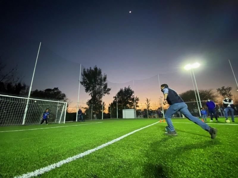 Autoridades entregaron cancha de fútbol en Tejeda