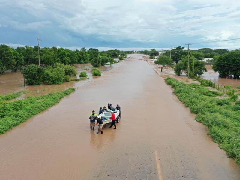 Autoridades esperan bajen los niveles de agua para evaluar daños