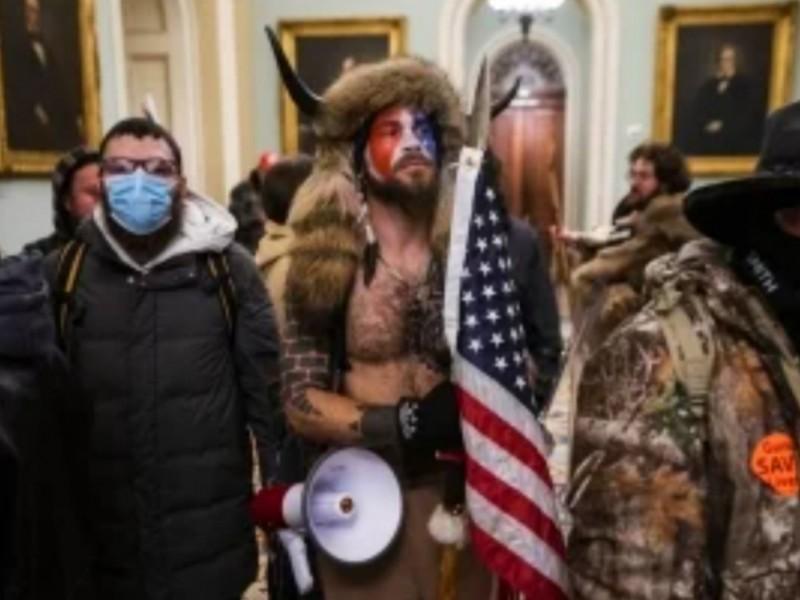 Autoridades estadounidenses comienzan detención de asaltantes de El Capitolio
