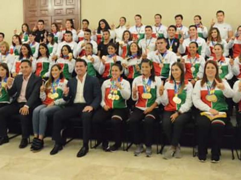 Autoridades jaliscienses reciben a medallistas de Barranquilla