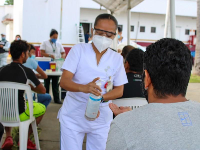 Autoridades migratorias sin precisar deportaciones y vacunación de extranjeros