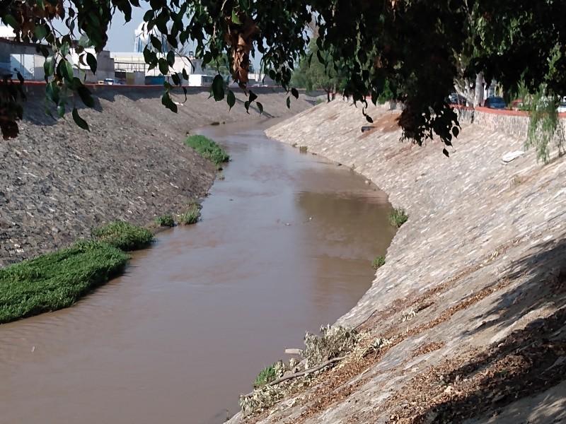 Autoridades monitorean drenes por lluvias