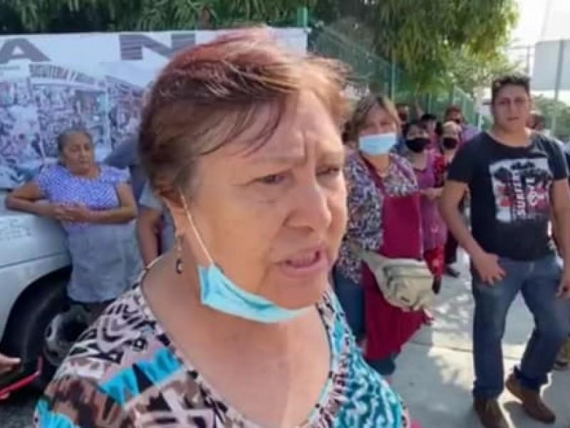 Autoridades municipales asestan golpe económico a locatarios