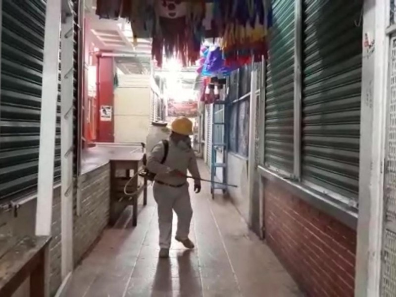 Autoridades ocupan cierre comercial para campaña de desinfección en Tehuantepec