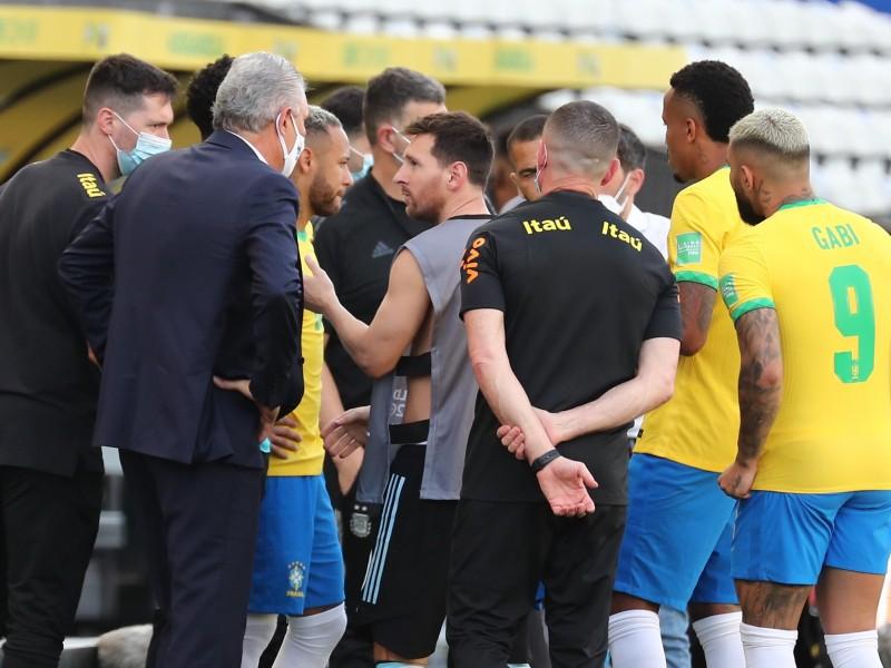 Autoridades sanitarias interrumpieron el Brasil vs Argentina intentando deportar a jugadores argentinos