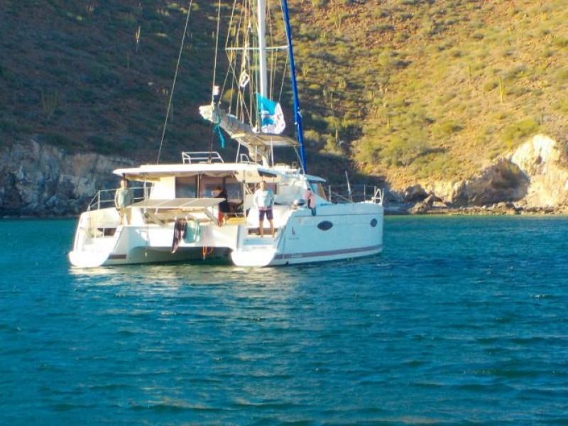 Auxilian a turista con síntomas COVID mientras navegaba en yate