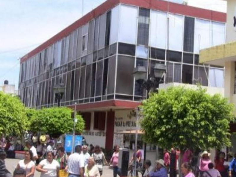 Avanza 70% demolición de edificio municipal para comercio ambulante