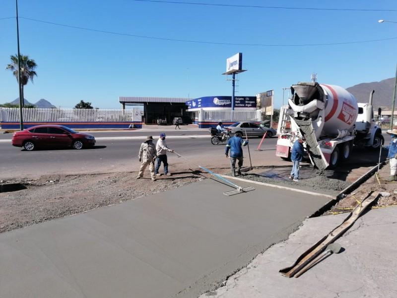 Avanza aplicación de pavimento hidráulico en salida de puente Miramar
