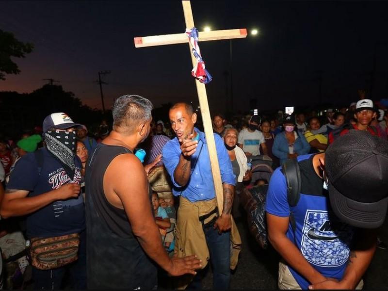 Avanza caravana migrante por Chiapas