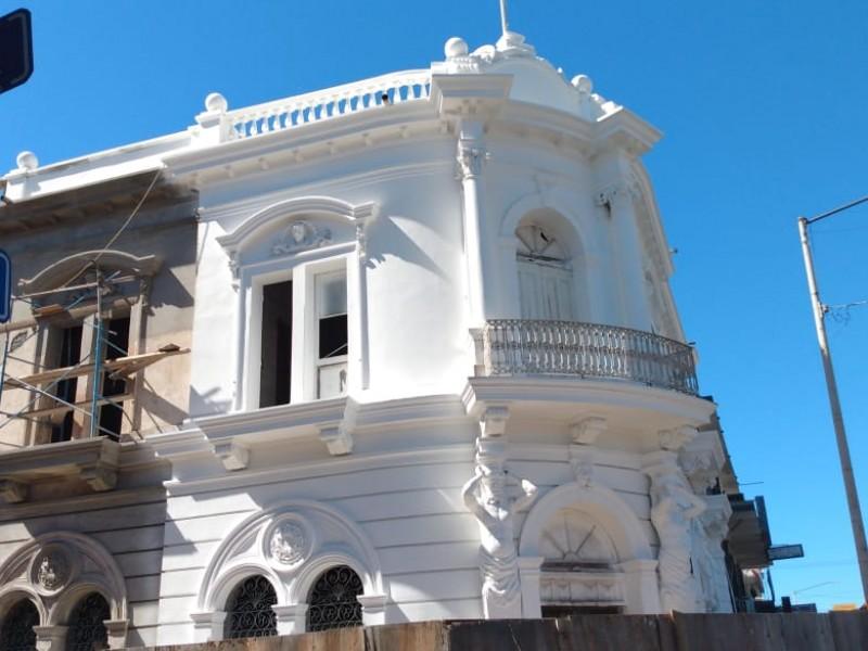 Avanza en un 70 fachada del Banco Nacional de México