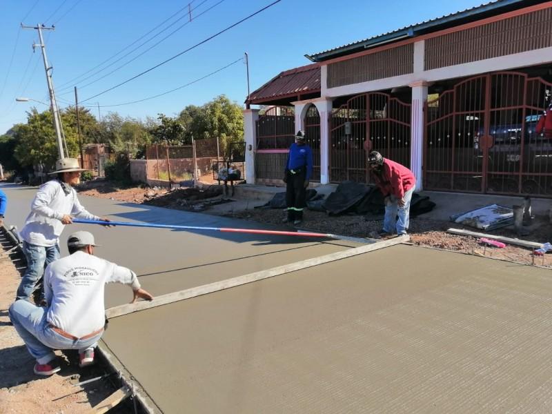 Avanza pavimentación con concreto hidráulico en la Independencia