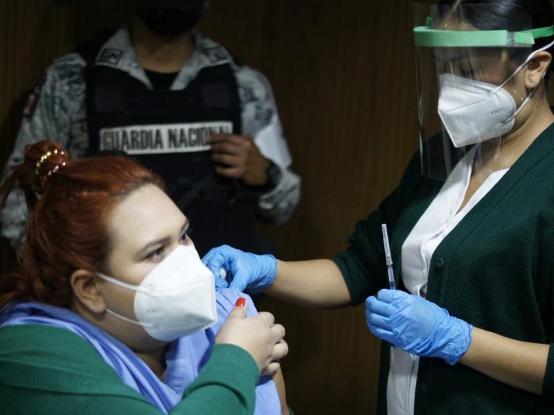 Avanza vacunación contra Covid-19 en el  IMSS