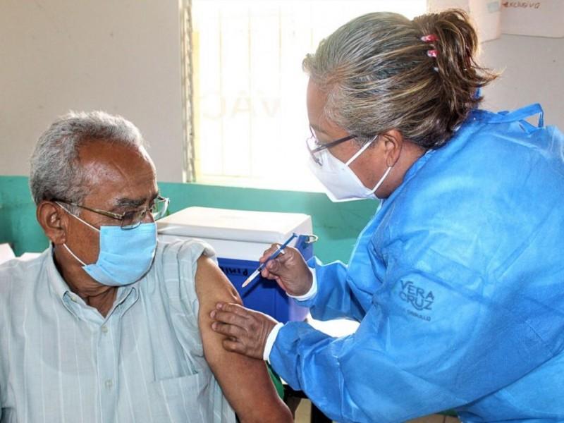 Avanza vacunación de adultos mayores en Naranjos